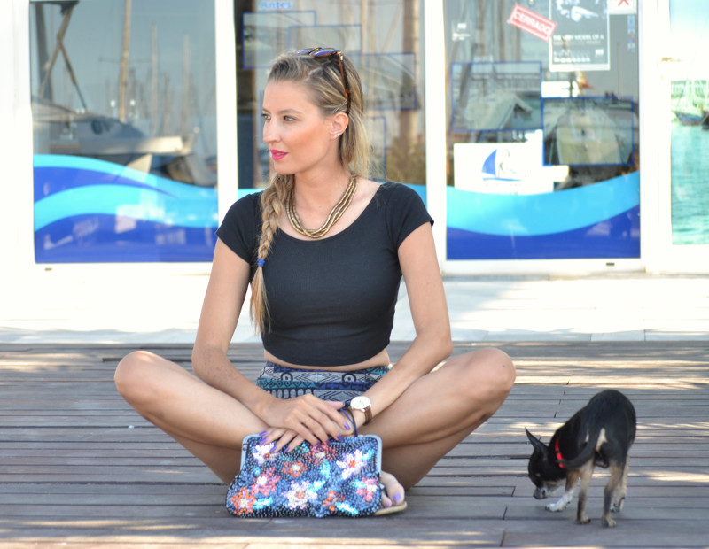 High_Waisted_shorts_Sandals_Tea_Sunglasses_Chihuahua_Port_Boats_Sea_Crop_Top_Lara_Martin_Gilarranz_Bymyheels (7)