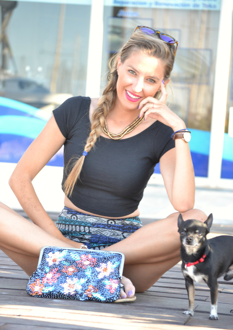 High_Waisted_shorts_Sandals_Tea_Sunglasses_Chihuahua_Port_Boats_Sea_Crop_Top_Lara_Martin_Gilarranz_Bymyheels (8)