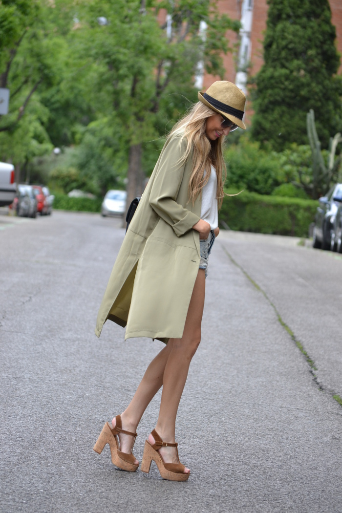 Oversized_Long_Jacket_Ripped_Shorts_Plaftorms_Hat_Jumbo_Chanel_Lara_Martin_Gilarranz_Bymyheels (3)