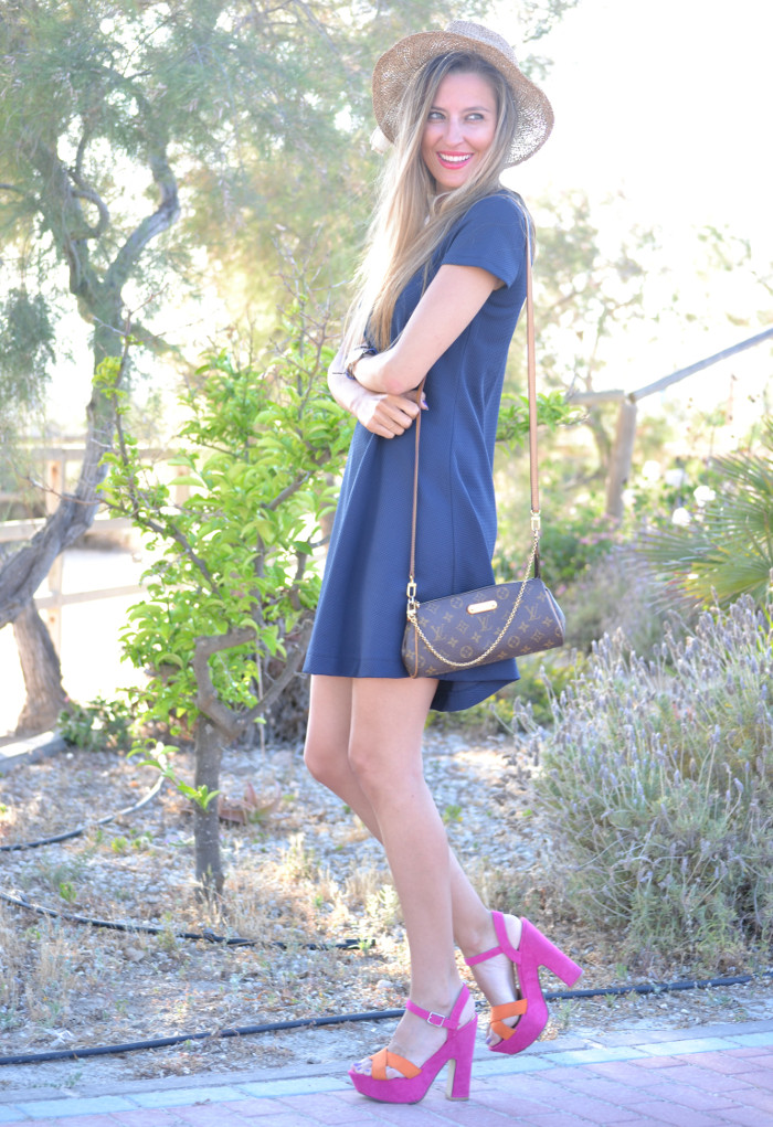 Sunset_Hat_Blue_Dress_Sandalias_Plataforma_Louis_Vuitton_Lara_Martin_Gilarranz_Bymyheels (9)