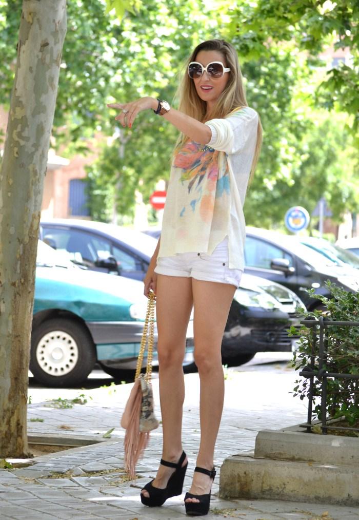 White_Shorts_Smash_Urban_Vicart_Miu_Miu_Sunnies_Lara_Martin_Gilarranz_Bymyheels (6)