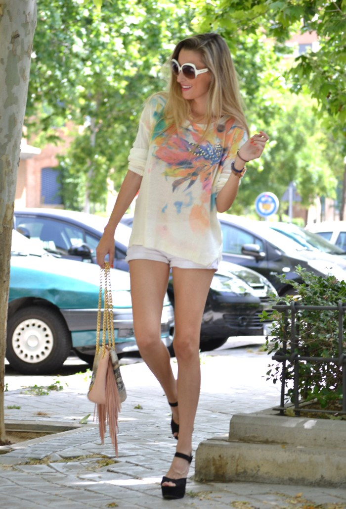 White_Shorts_Smash_Urban_Vicart_Miu_Miu_Sunnies_Lara_Martin_Gilarranz_Bymyheels (7)