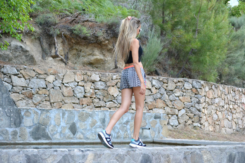 Asfvlt_Sneakers_Sorts_Mirror_Sunnies_Crop_Top_Lara_Martin_Gilarranz_Bymyheels (10)