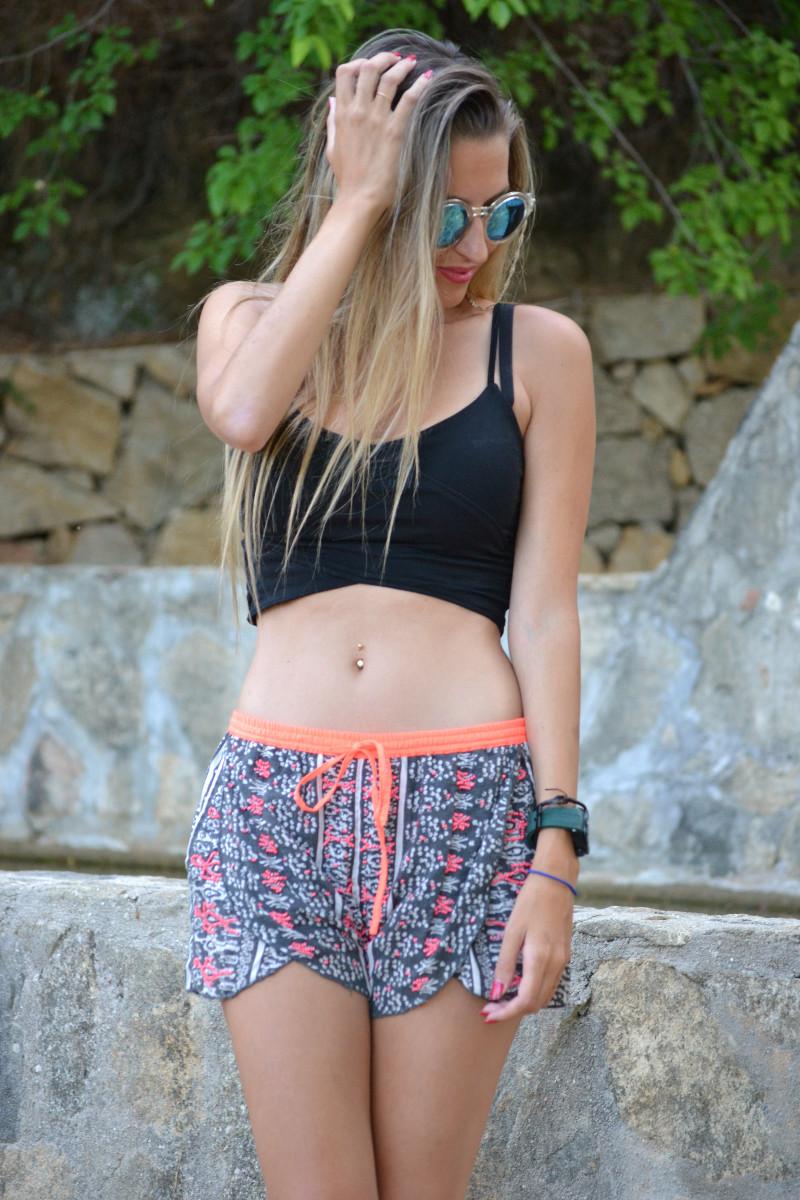 Asfvlt_Sneakers_Sorts_Mirror_Sunnies_Crop_Top_Lara_Martin_Gilarranz_Bymyheels (3)