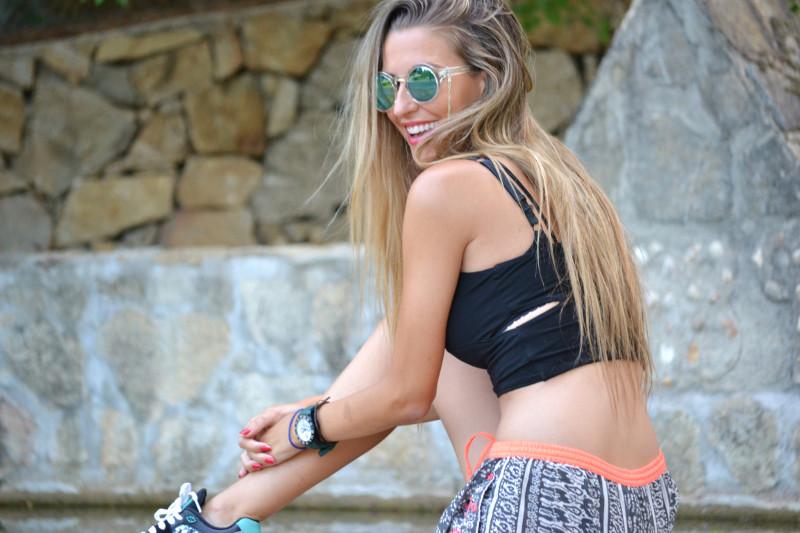 Asfvlt_Sneakers_Sorts_Mirror_Sunnies_Crop_Top_Lara_Martin_Gilarranz_Bymyheels (4)