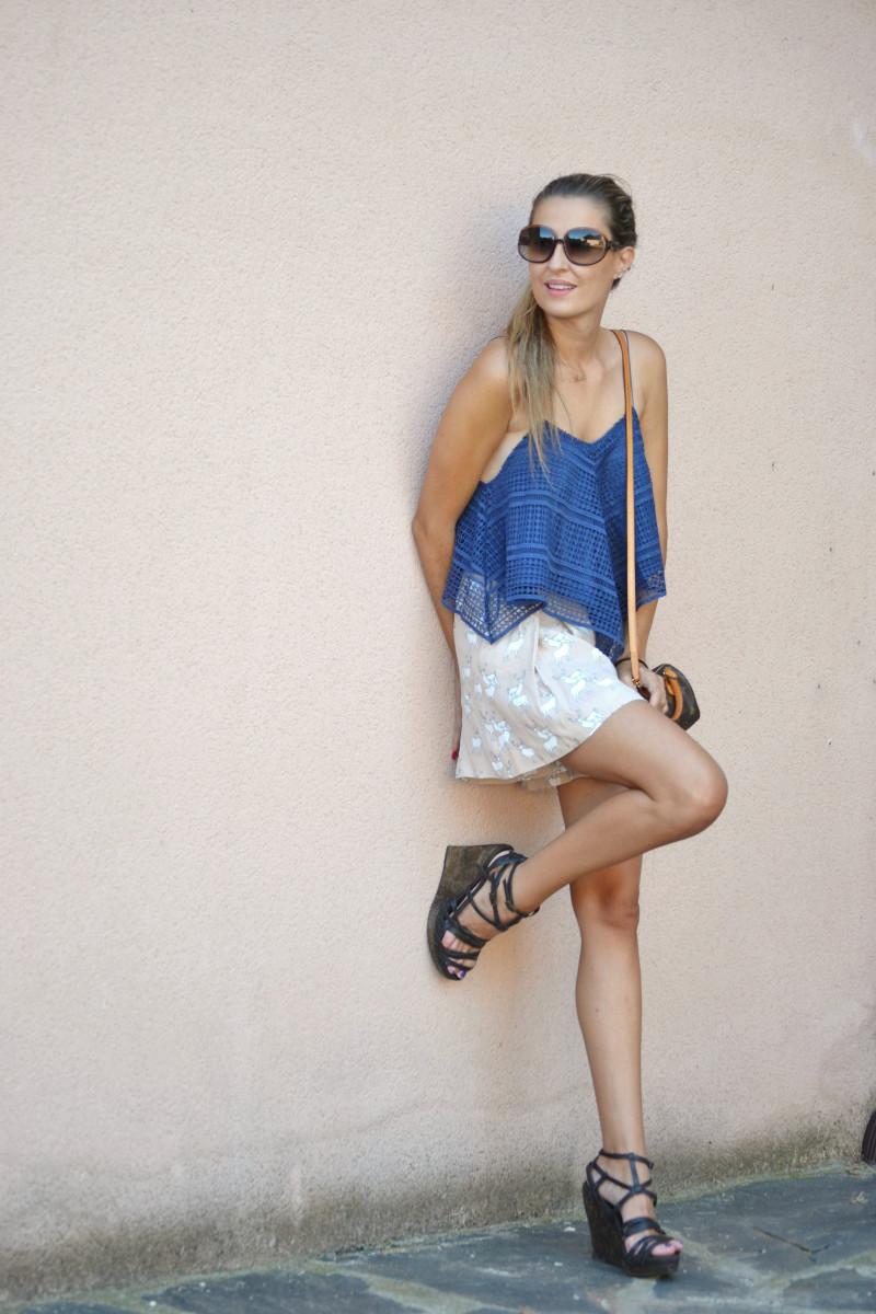 Crochet_Top_Blue_Shorts_Zara_Sandals_Lara_Martin_Gilarranz_Bymyheels (11)