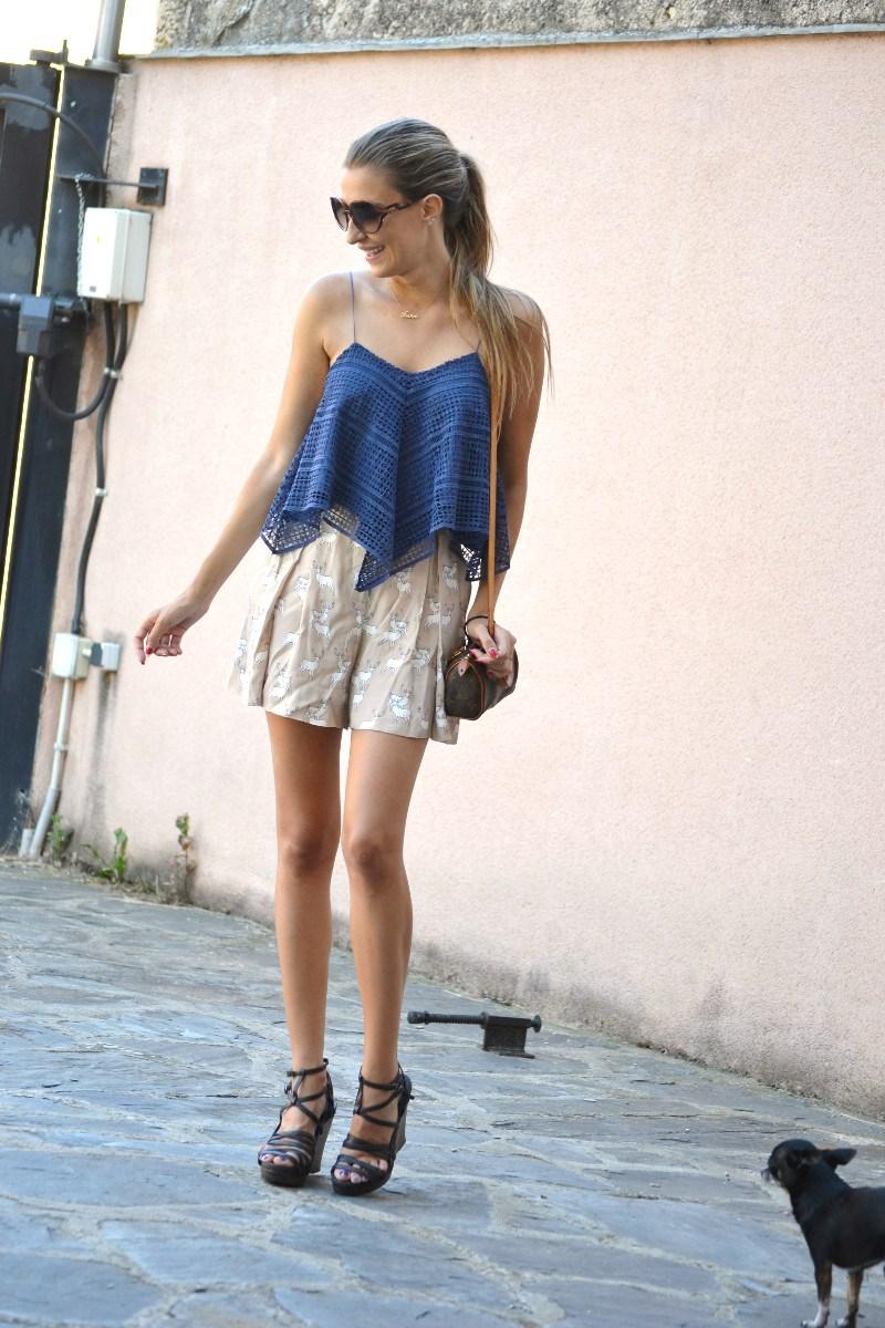 Crochet_Top_Blue_Shorts_Zara_Sandals_Lara_Martin_Gilarranz_Bymyheels (6)