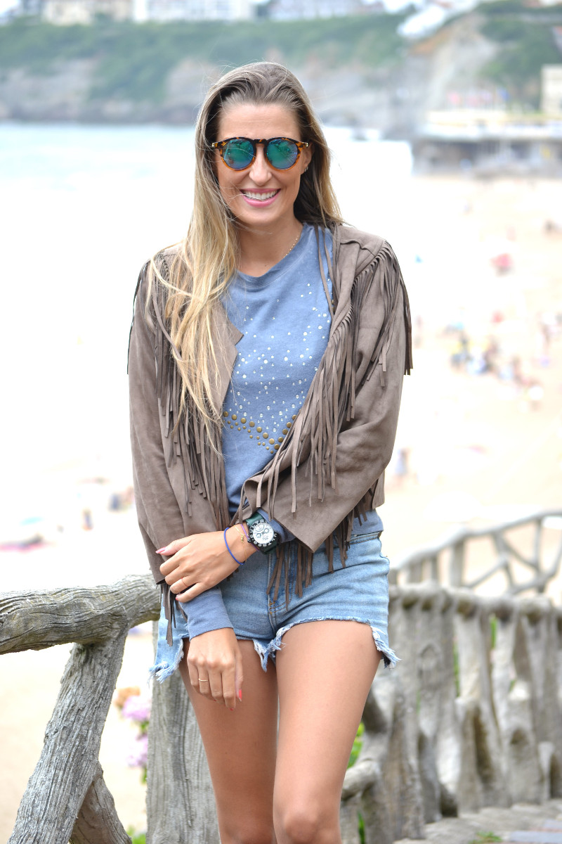 Biarritz_Fringes_Jacket_Sunnies_Lara_Martin_Gilarranz_Bymyheels (3)