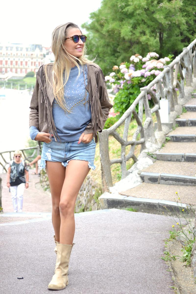 Biarritz_Fringes_Jacket_Sunnies_Lara_Martin_Gilarranz_Bymyheels (8)