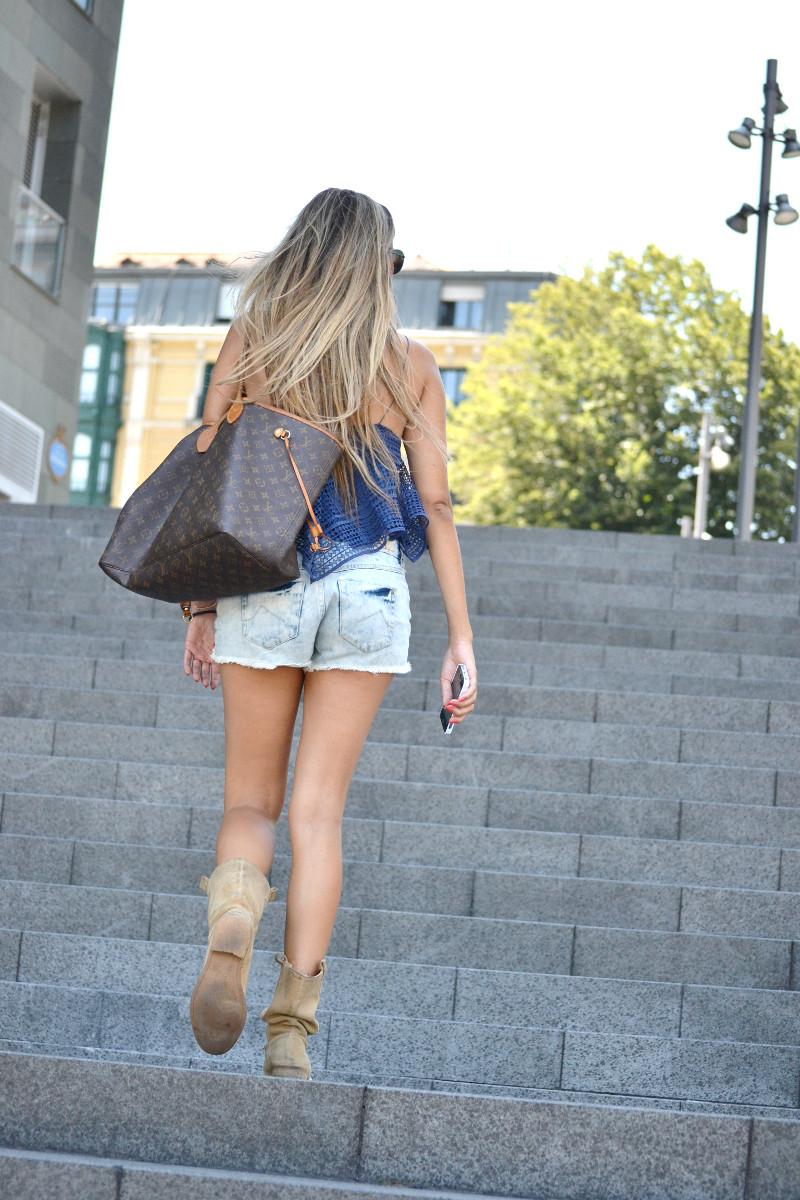 Guggenheim_Bilbao_Estilismo_Outfit_Louis_Vuitton_Lara_Martin_Gilarranz_Bymyheels (11)