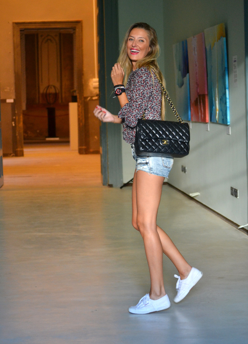 Guess_Denim_Shorts_Liberty_Shirt_ Superga_Jumbo_Chanel_Lara_Martin_Gilarranz_Bymyheels (7)