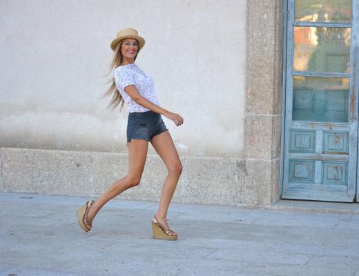High_Waited_Shorts_Eleven_Paris_Canotier_Mini_Pull_Platforms_Baby_G_Lara_Martin_Gilarranz_Bymyheels (7)