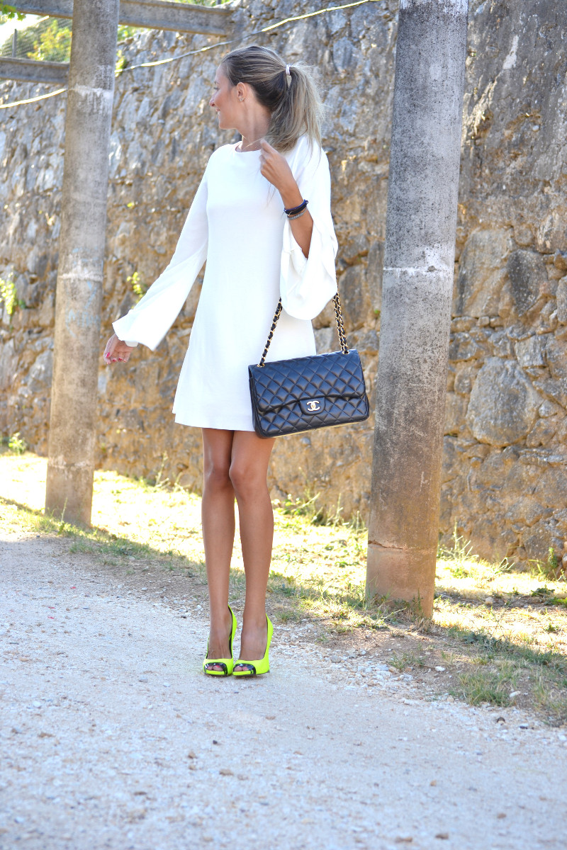 White_Dress_Back_Fluor_Versace_Jumbo_Chanel_Lara_Martin_Gilarranz_Bymyheels (5)