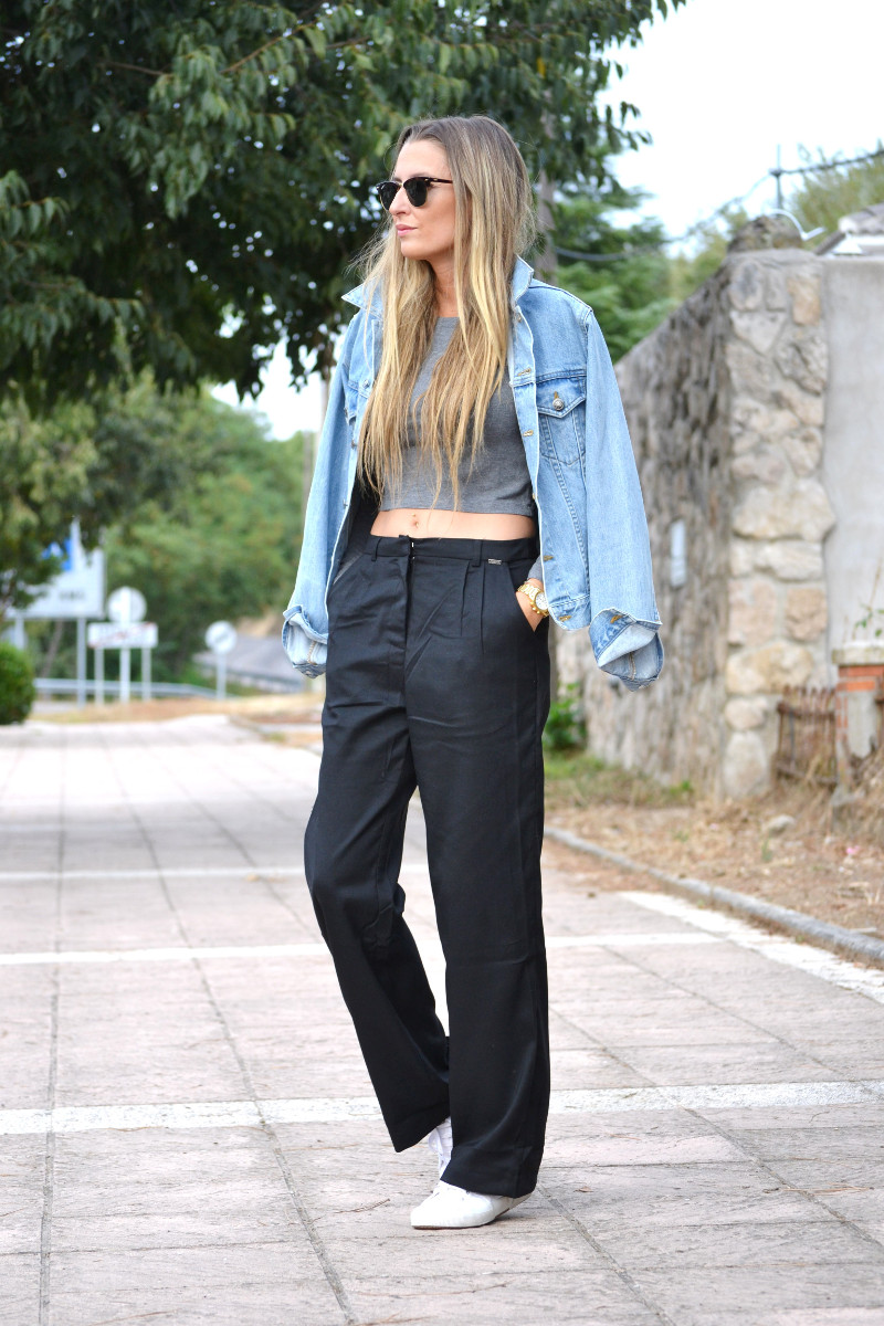 Black_Pants_Crop_Top_Stradivarius_Denim_Jacket_Clubmaster_Ray_Ban_Superga_Sneakers_Lara_Martin_Gilarranz_Bymyheels (3)