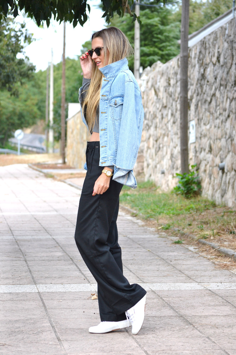 Black_Pants_Crop_Top_Stradivarius_Denim_Jacket_Clubmaster_Ray_Ban_Superga_Sneakers_Lara_Martin_Gilarranz_Bymyheels (8)
