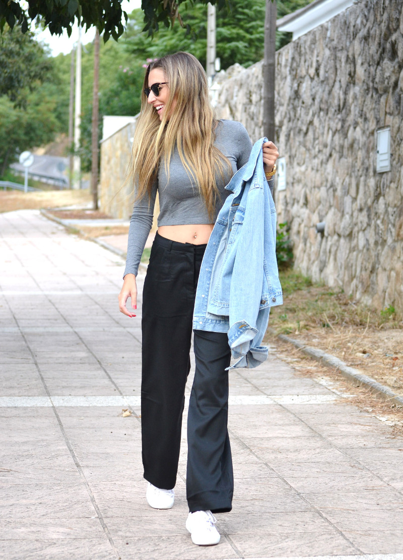 Black_Pants_Crop_Top_Stradivarius_Denim_Jacket_Clubmaster_Ray_Ban_Superga_Sneakers_Lara_Martin_Gilarranz_Bymyheels (9)