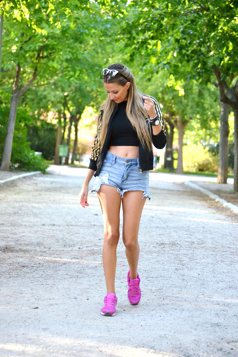 Bultaco_Watch_High_Waited_Denim_Shorts_Nike_Adidas_Wolfnoir_Gafas_Ursula_Corbero_Lara_Martin_Gilarranz_Pepsi_Festivales_Dcode_Bymyheels (7)