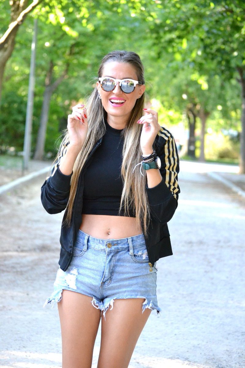 Bultaco_Watch_High_Waited_Denim_Shorts_Nike_Adidas_Wolfnoir_Gafas_Ursula_Corbero_Lara_Martin_Gilarranz_Pepsi_Festivales_Dcode_Bymyheels (9)