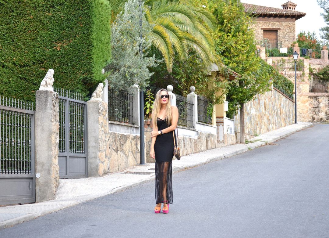 Long_Dress_Black_Pink_Sandals_Louis_Vuitton_Wayfarer_Ray_Ban_Lara_Martin_Gilarranz_Bymyheels (1)