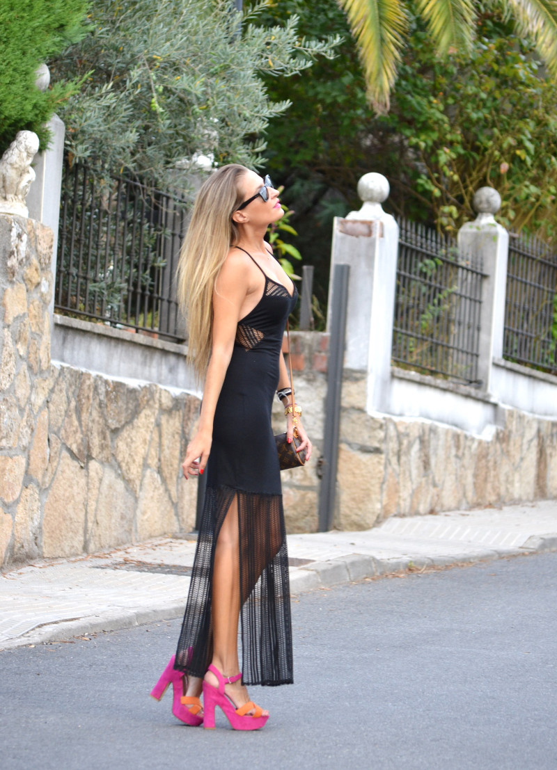 Long_Dress_Black_Pink_Sandals_Louis_Vuitton_Wayfarer_Ray_Ban_Lara_Martin_Gilarranz_Bymyheels (2)