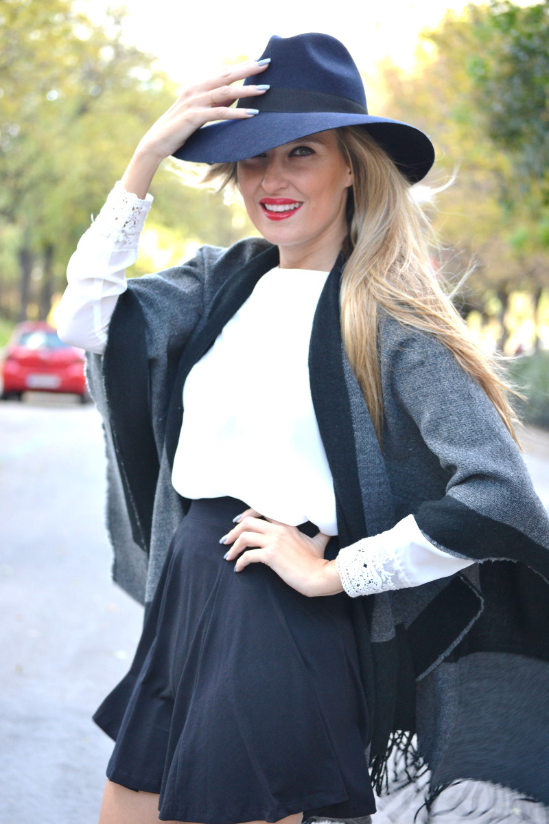 C&A_Tota_Look_Skirt_Cape_Poncho_Hat_Booties_Lara_Martin_Gilarranz_Bymyheels (1)