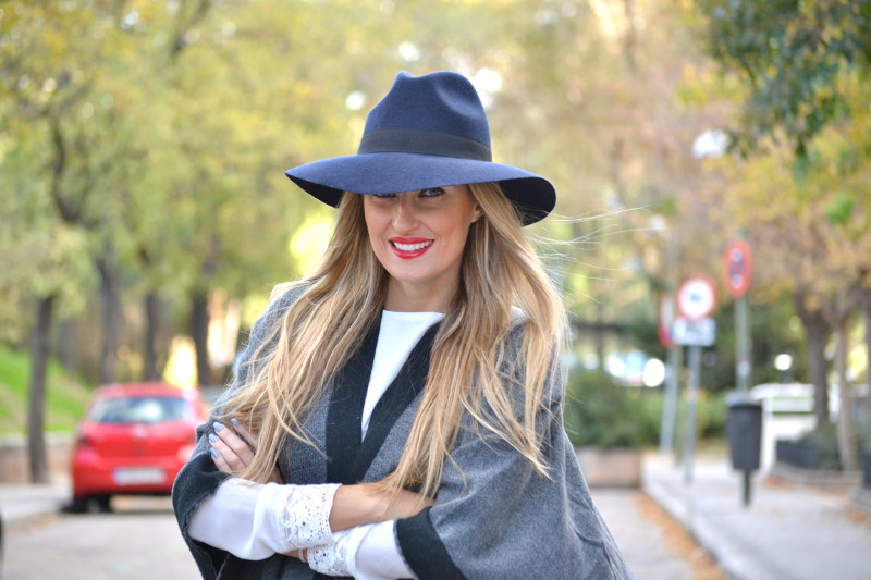 C&A_Tota_Look_Skirt_Cape_Poncho_Hat_Booties_Lara_Martin_Gilarranz_Bymyheels (10)