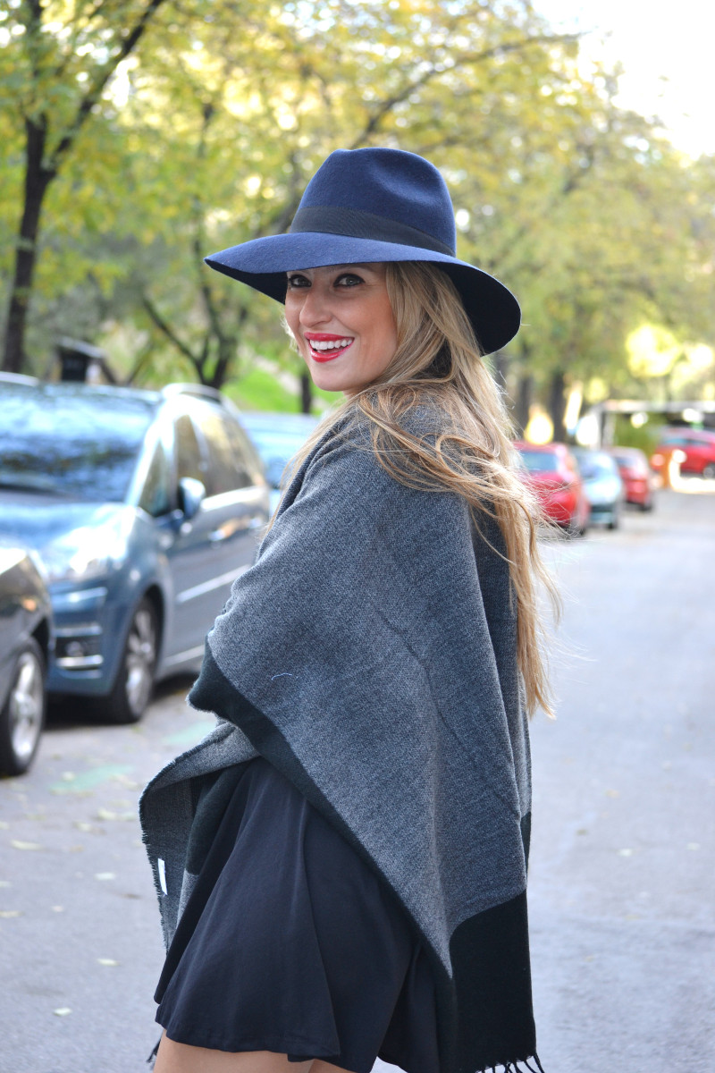 C&A_Tota_Look_Skirt_Cape_Poncho_Hat_Booties_Lara_Martin_Gilarranz_Bymyheels (4)