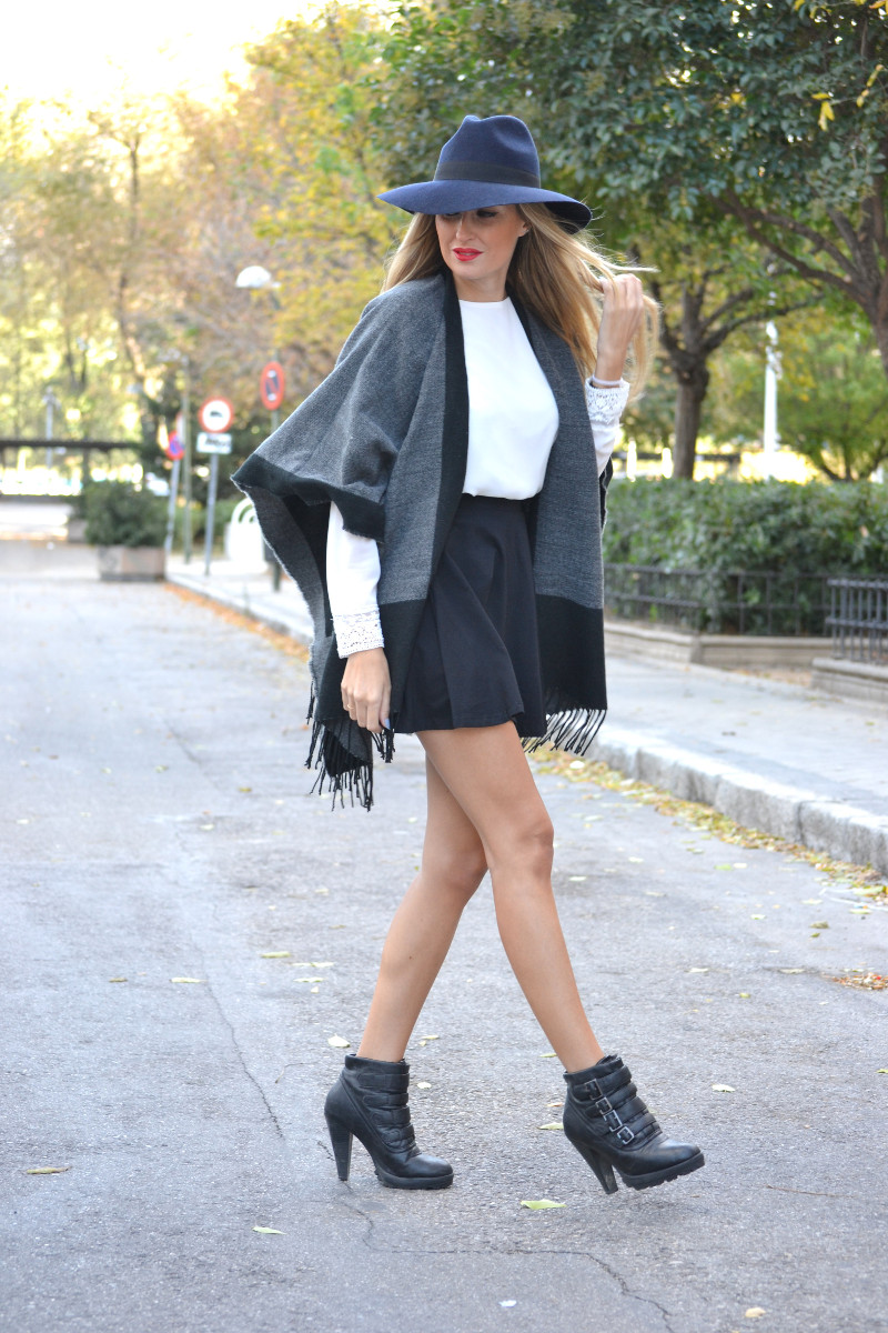 C&A_Tota_Look_Skirt_Cape_Poncho_Hat_Booties_Lara_Martin_Gilarranz_Bymyheels (5)