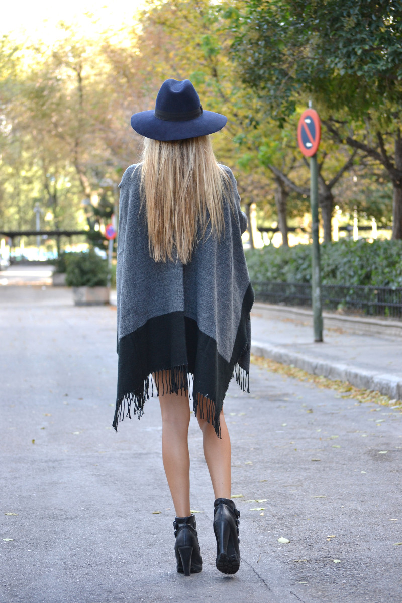 C&A_Tota_Look_Skirt_Cape_Poncho_Hat_Booties_Lara_Martin_Gilarranz_Bymyheels (7)