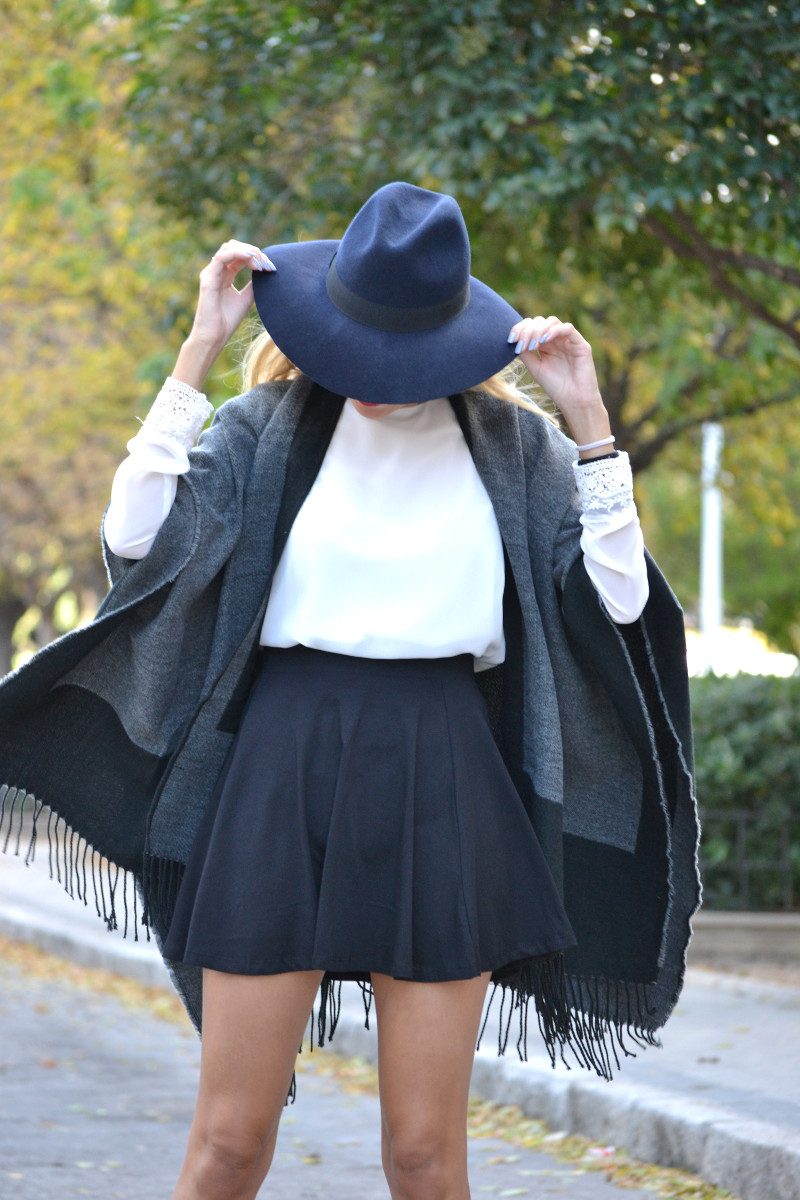 C&A_Tota_Look_Skirt_Cape_Poncho_Hat_Booties_Lara_Martin_Gilarranz_Bymyheels (8)