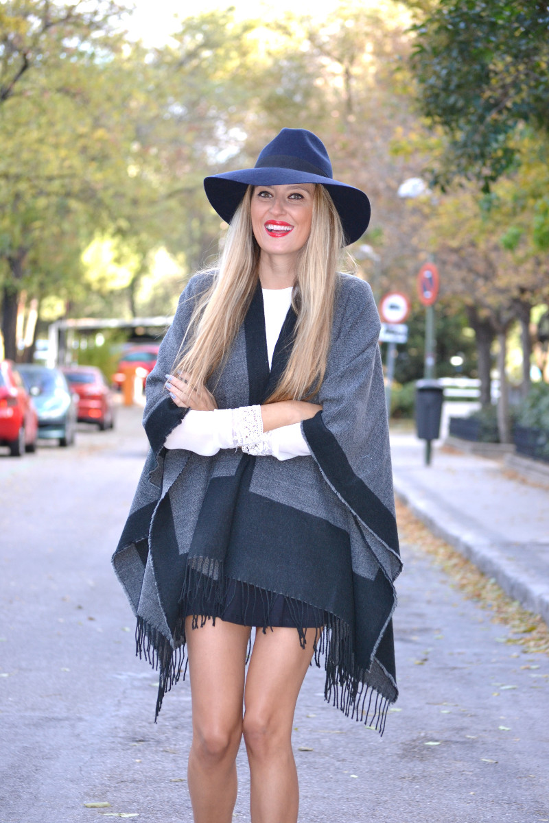 C&A_Tota_Look_Skirt_Cape_Poncho_Hat_Booties_Lara_Martin_Gilarranz_Bymyheels (9)