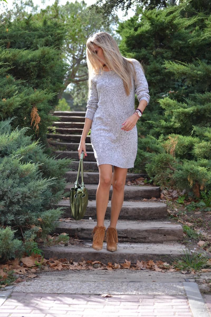 Oversized_Sweater_Dress_Fringed_Booties_Aire_Loewe_Wolfnoir_Lara_Martin_Gilarranz_El_armario_De_La_Tele_Bymyheels (11)