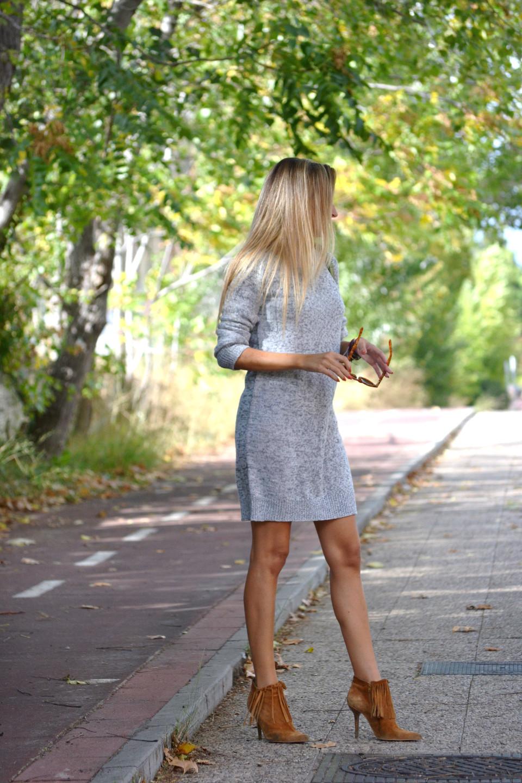 Oversized_Sweater_Dress_Fringed_Booties_Aire_Loewe_Wolfnoir_Lara_Martin_Gilarranz_El_armario_De_La_Tele_Bymyheels (2)