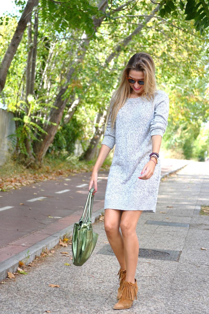 Oversized_Sweater_Dress_Fringed_Booties_Aire_Loewe_Wolfnoir_Lara_Martin_Gilarranz_El_armario_De_La_Tele_Bymyheels (4)