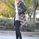 Abrigo de pelo de colores y cuero