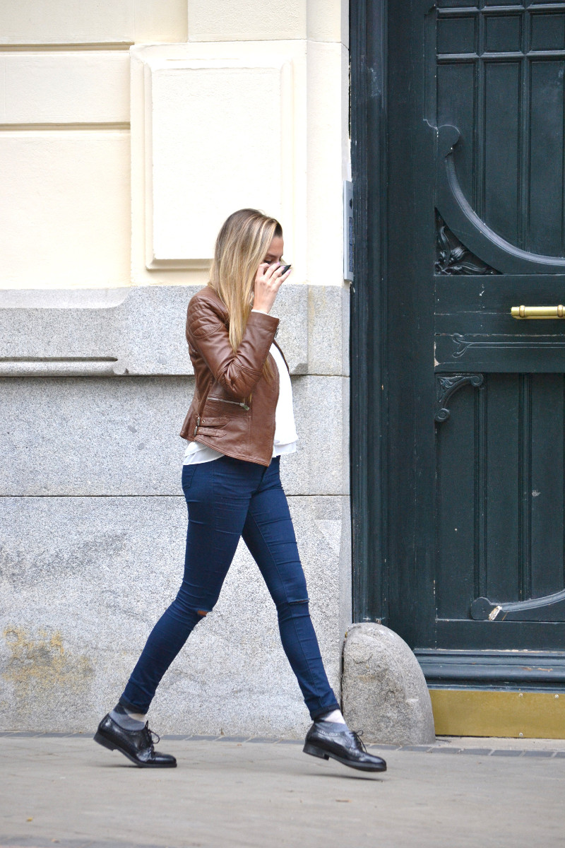 Biker_Jacket_Salsa_Leather_Ripped_Jeans_Lara_Martin_Gilarranz_Oxford_Shoes_Bymyheels (9)