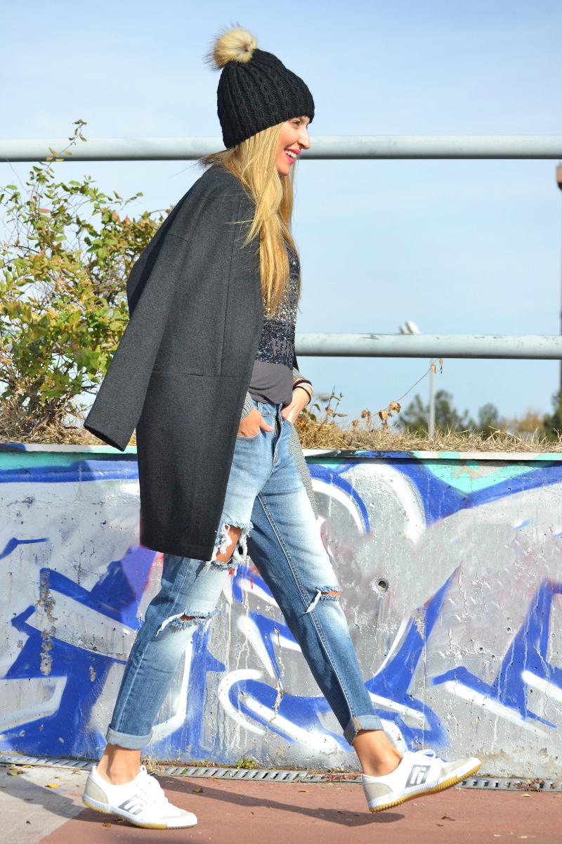 Boyfriend_Jeans_abrigo_Negro_Gorro_Pelo_Sneakers_Lara_Martin_Gilarranz_Bymyheels-8