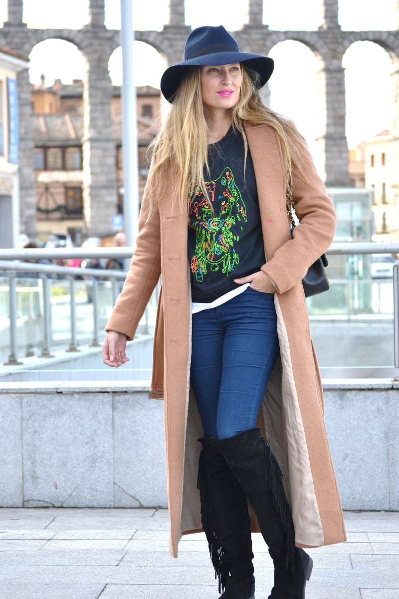 Long_Coat_High_Waisted_Boots_Pilar_Burgos_Jumbo_Chanel_Segovia_Lara_Martin_Gilarranz (4)