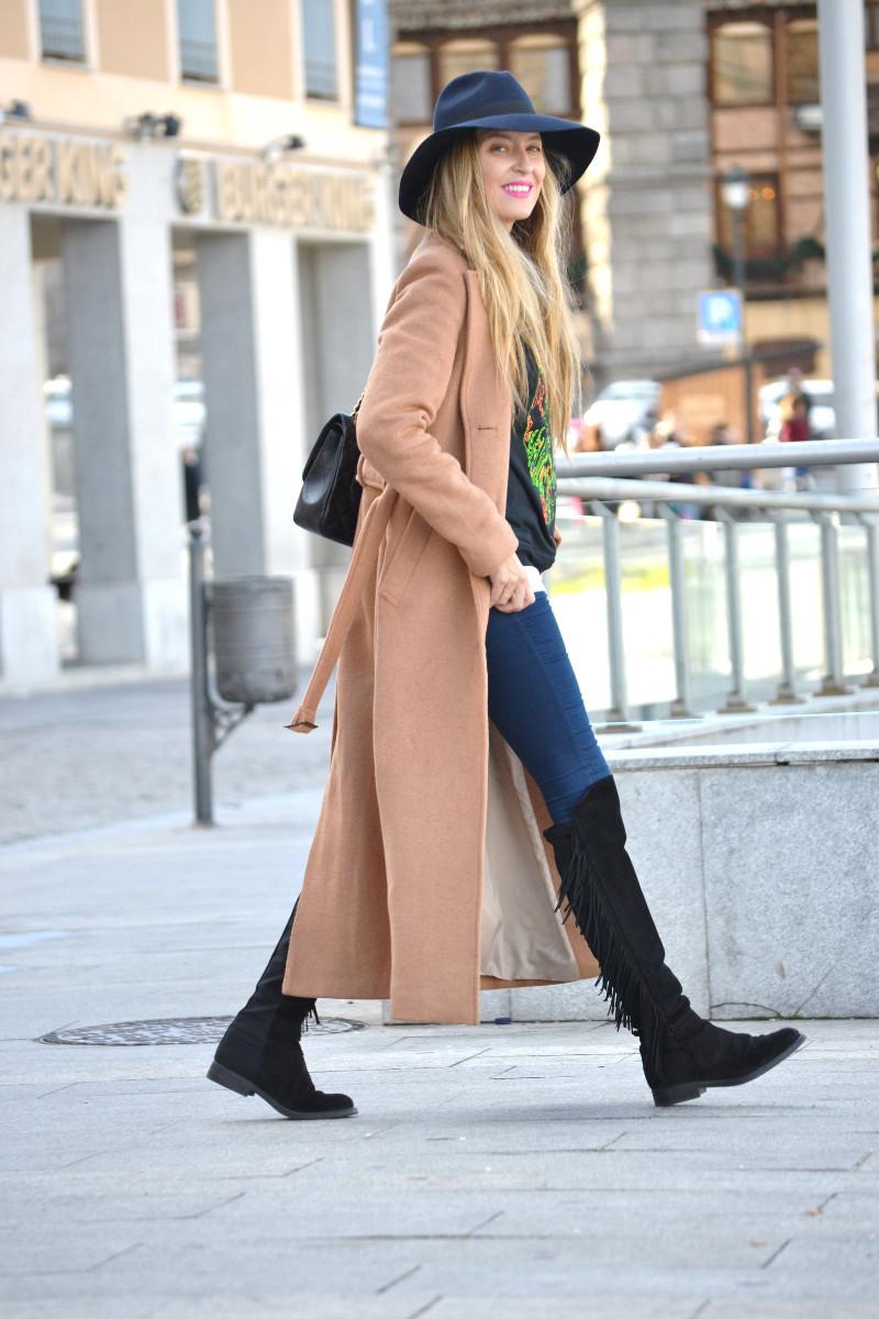 Long_Coat_High_Waisted_Boots_Pilar_Burgos_Jumbo_Chanel_Segovia_Lara_Martin_Gilarranz (7)