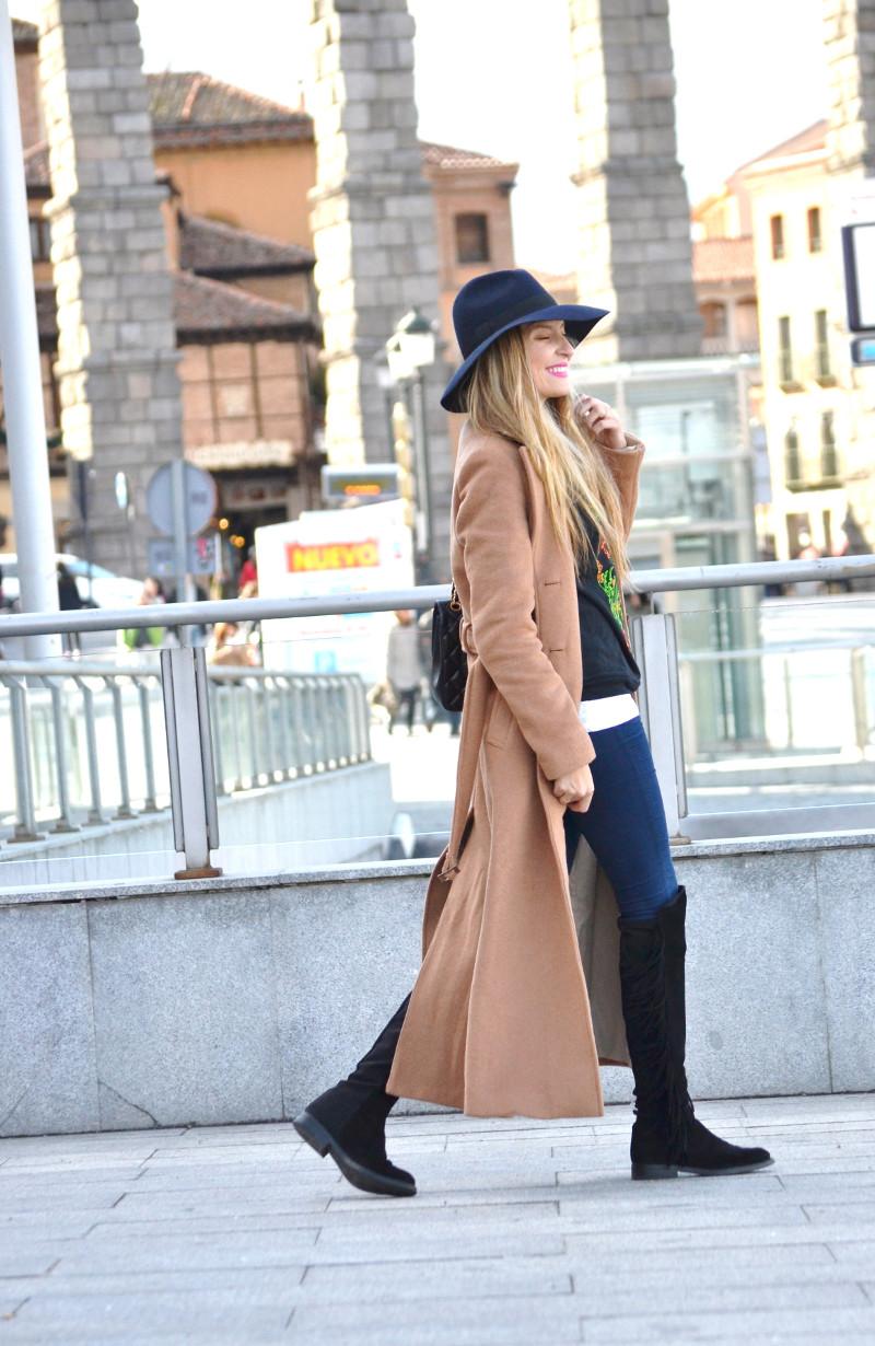 Long_Coat_High_Waisted_Boots_Pilar_Burgos_Jumbo_Chanel_Segovia_Lara_Martin_Gilarranz (8)