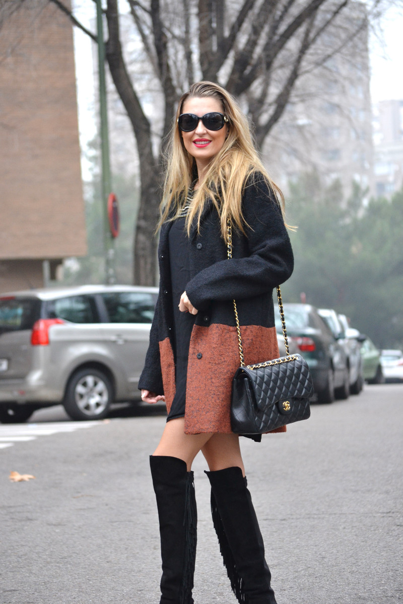Abrigo_Lana_Bicolor_Jumbo_Chanel_Lara_Martin_Gilarranz_Bymyheels_LBD_Over_The_Knee (5)