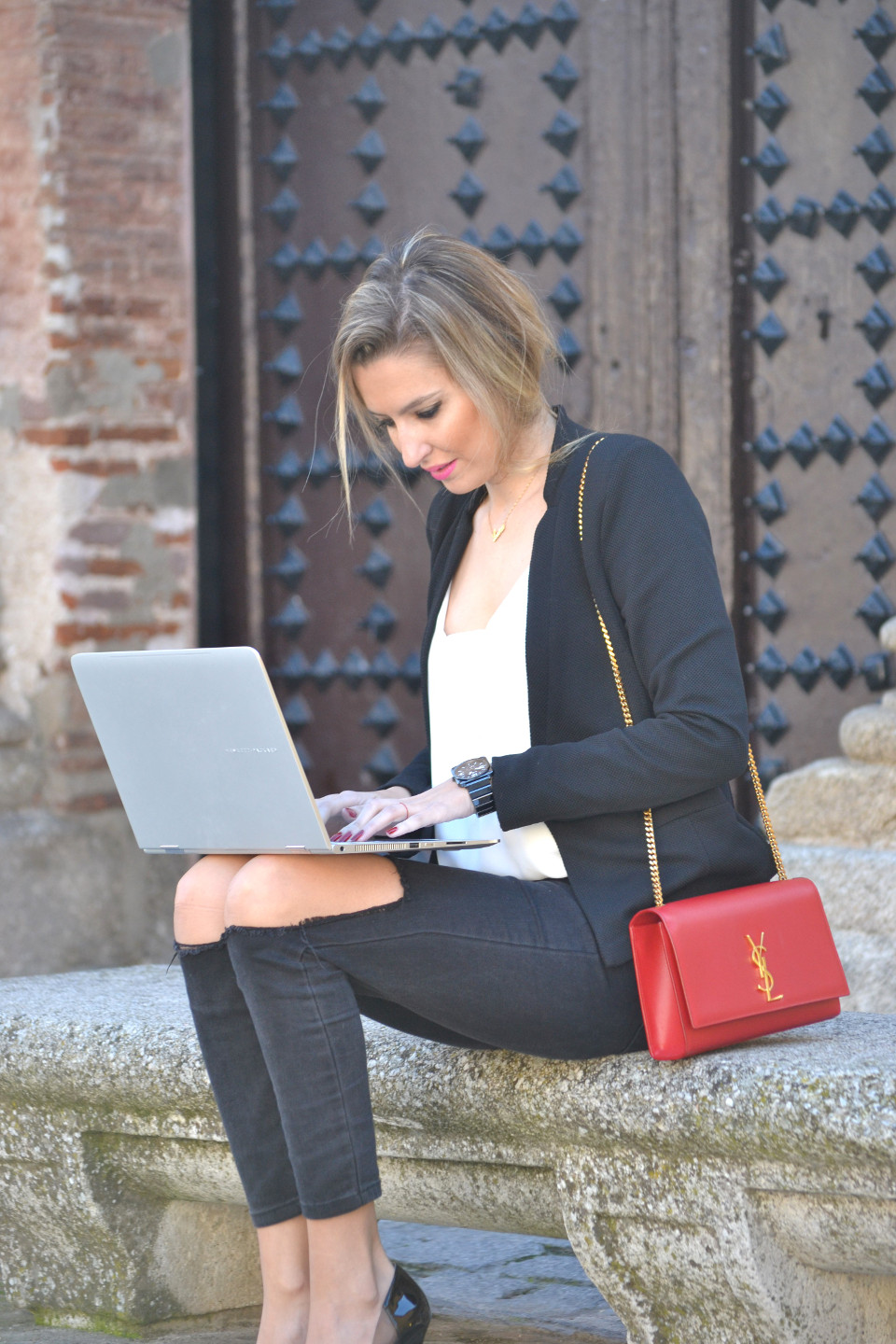 HP_Spectre_360_Ripped_Jeans_Yves_Saint_Laurent_Lara_Martin_Gilarranz_Bymyheels (2)