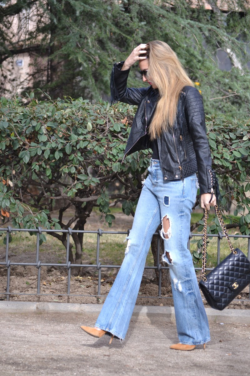 Jeans_Fringes_Jacket_Stilettos_Jumbo_Chanel_Wolfnoir_Lara_Martin_Gilarranz_Bymyheels (11)