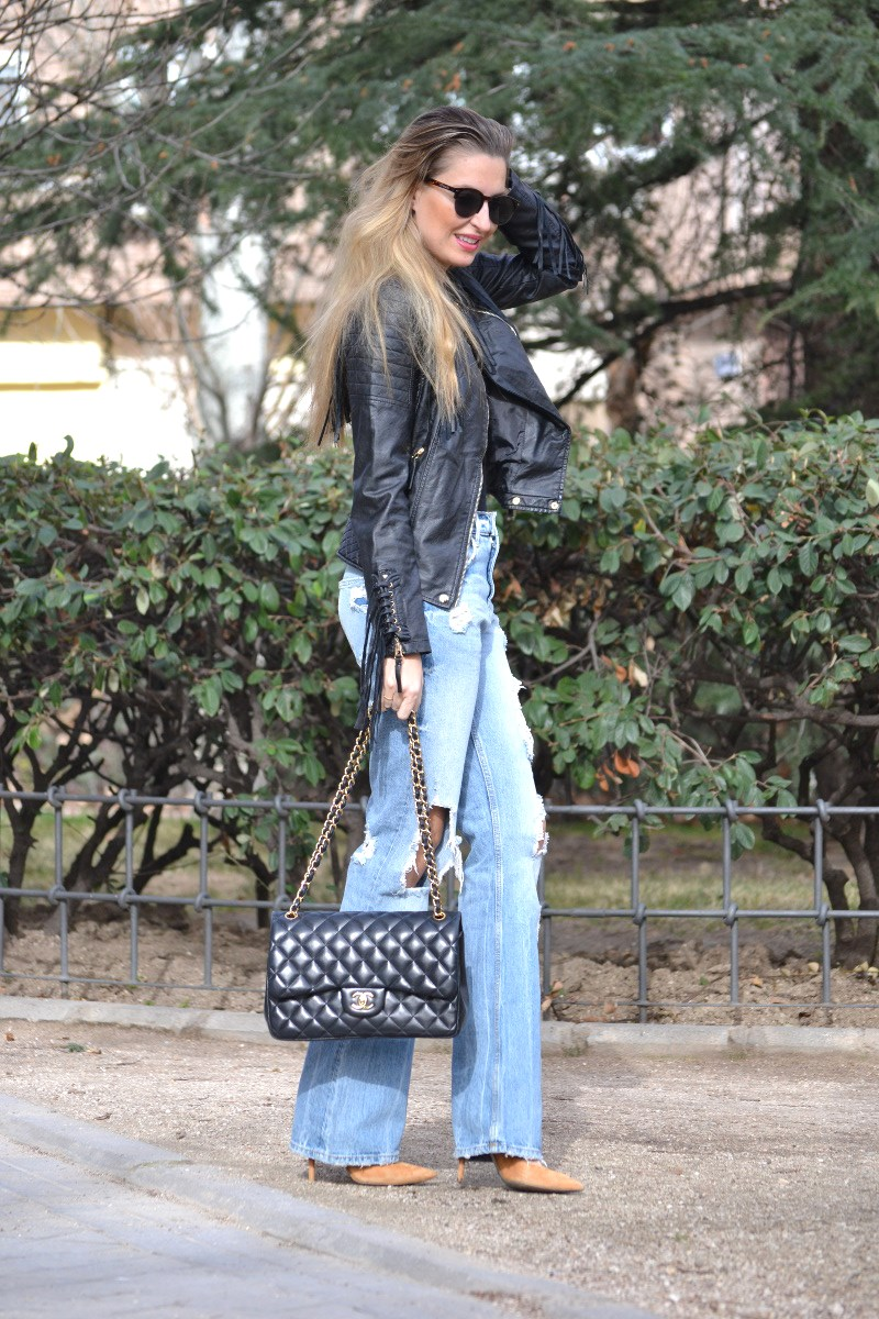 Jeans_Fringes_Jacket_Stilettos_Jumbo_Chanel_Wolfnoir_Lara_Martin_Gilarranz_Bymyheels (4)
