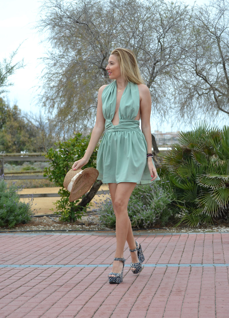 Green_Drapped_Dress_Fashion_Frenzzie_Hat_Sea_Seaside_Lara_Martin_Gilarranz_Bymyheels (11)