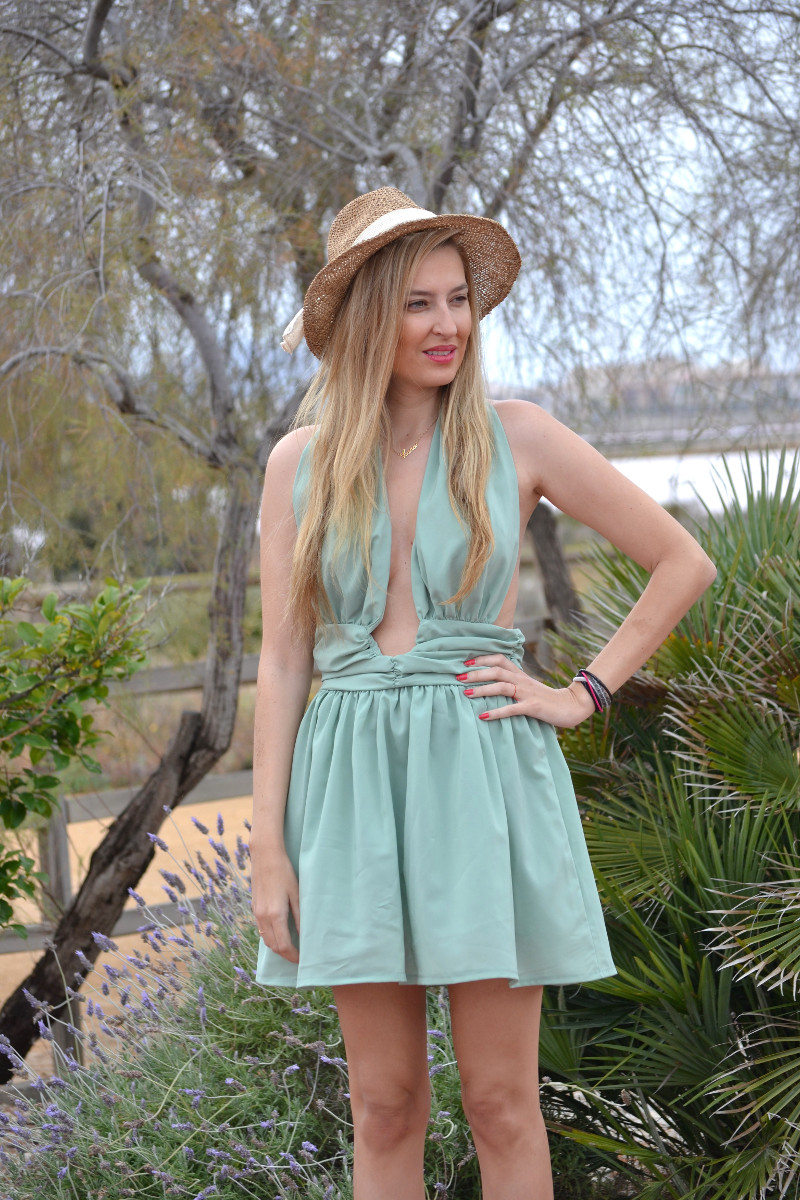 Green_Drapped_Dress_Fashion_Frenzzie_Hat_Sea_Seaside_Lara_Martin_Gilarranz_Bymyheels (2)
