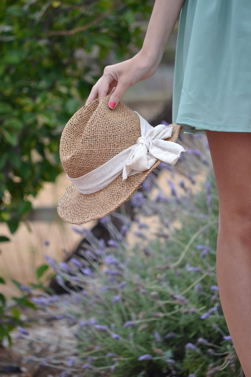 Green_Drapped_Dress_Fashion_Frenzzie_Hat_Sea_Seaside_Lara_Martin_Gilarranz_Bymyheels (4)