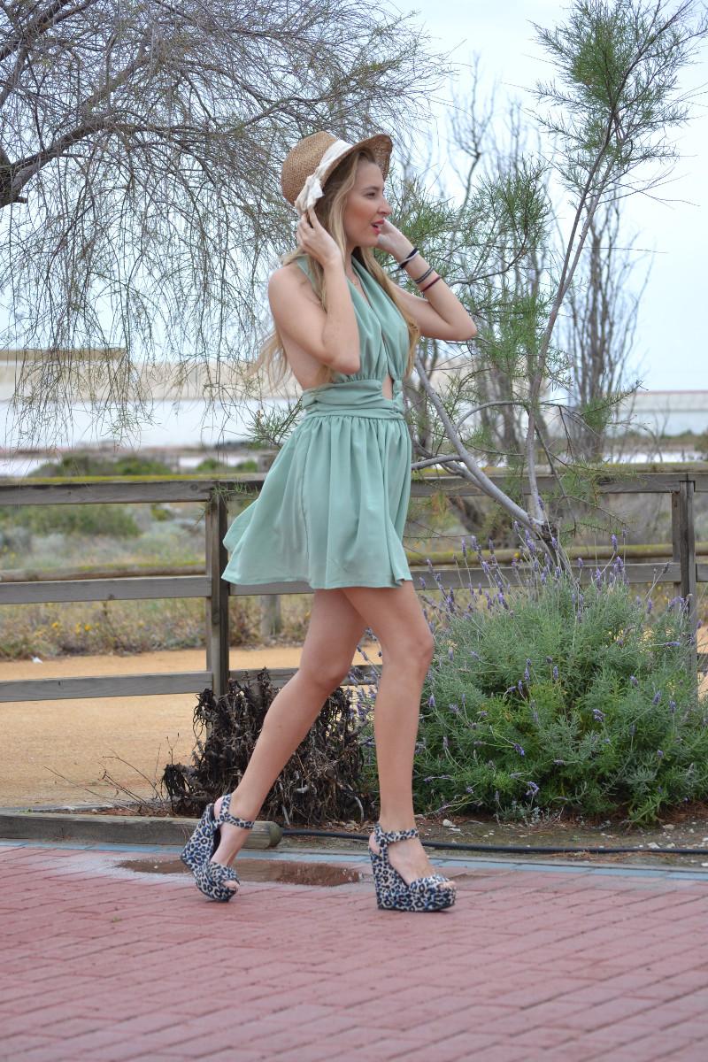Green_Drapped_Dress_Fashion_Frenzzie_Hat_Sea_Seaside_Lara_Martin_Gilarranz_Bymyheels (5)