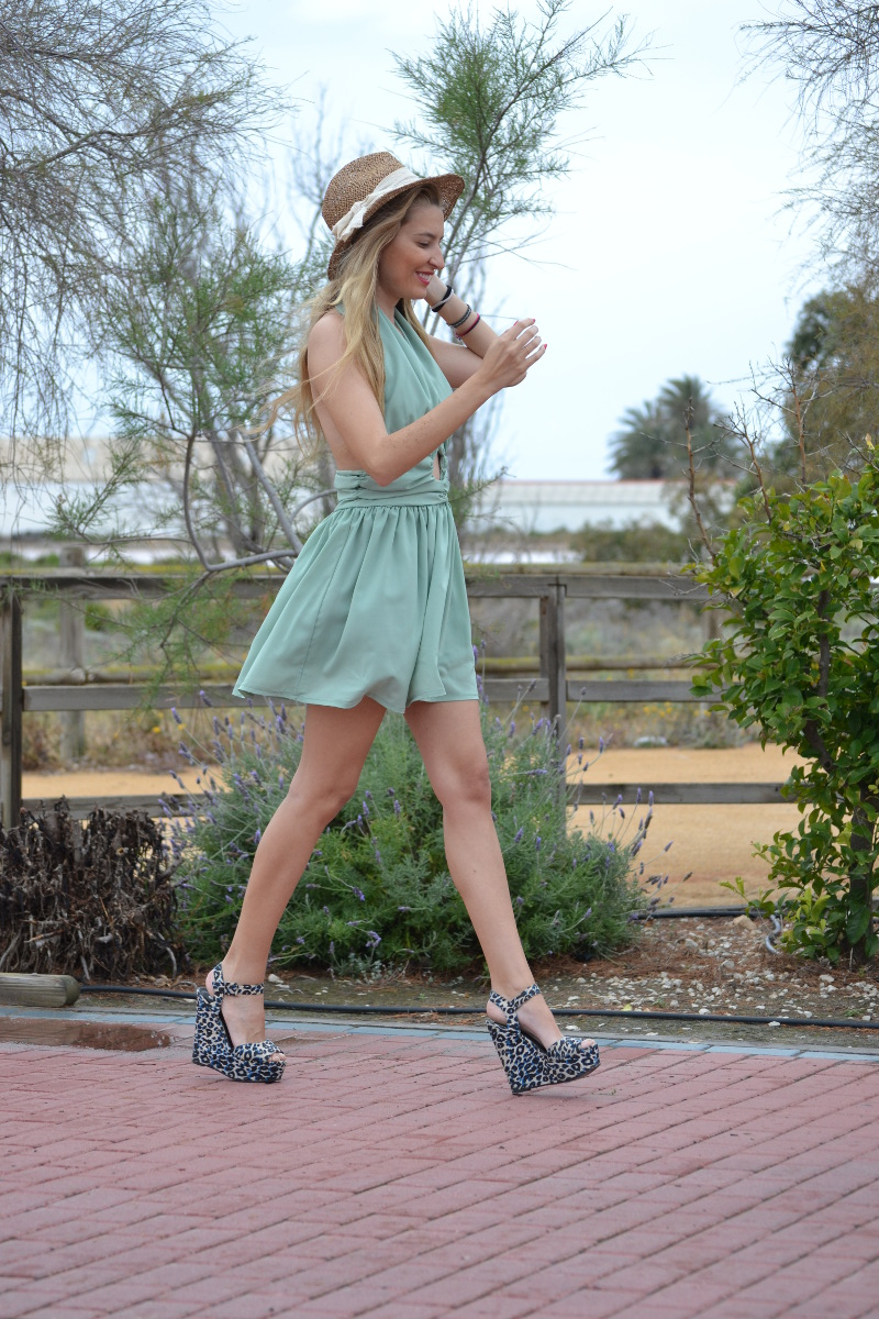 Green_Drapped_Dress_Fashion_Frenzzie_Hat_Sea_Seaside_Lara_Martin_Gilarranz_Bymyheels (6)