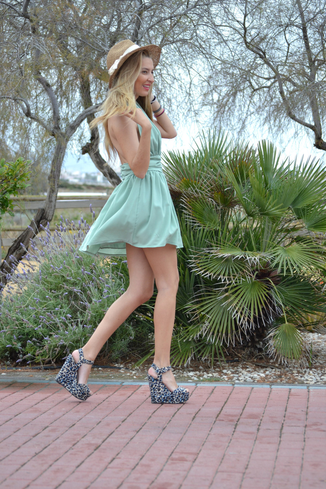 Green_Drapped_Dress_Fashion_Frenzzie_Hat_Sea_Seaside_Lara_Martin_Gilarranz_Bymyheels (7)